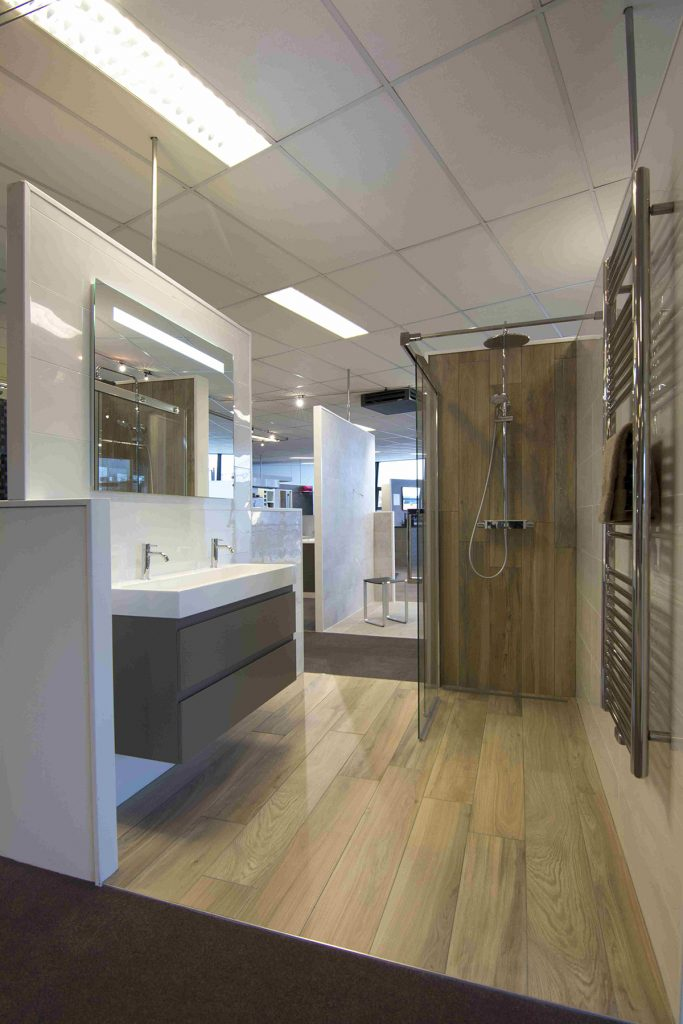 Hout in badkamer lakken home design idee n en meubilair inspiraties - Badkamer imitatie vloertegels ...